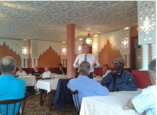 Le député et Moussa lors d'un meeting de campagne tenu dans un restaurant de Courbevoie le 30 mai 2012